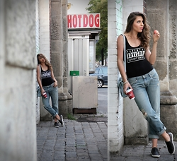Anita Sookan - H&M Parental Advisory Body, H&M Boyfriend Jeans, Aldo White Sole Sneakers, Hallhuber Shoulder Bag, H&M 3d Pyramid Necklace - HOT DOG