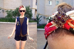 Lexa - Cropp Town Neckerchief, H&M Sunglasses, H&M T Shirt - 38.Indian headband