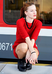 Foxy Green - Humanic Boots - Red train - Red dress