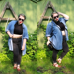 Bridie D. - Boohoo Crop Top, American Eagle Outfitters Jeggings, Clarks Sandals - RULE BREAKER
