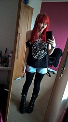 Koala Pyrolust - Ramones Band Tee, Honour Over Glory Shorts, Black Leggings, New Rock Official Boots - Goth punk