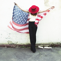 Manona Che - Filippo Catarzi Hat, Westland Flared Jeans, Jennyfer Scarf - Happy Independence Day!