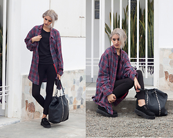Andrea Chavez - Grunge Shirt, Black Creepers - Grunge Winter