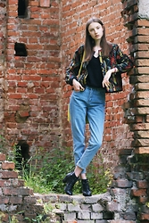 Maria Joanna - Vintage Jacket, Pull & Bear Mom Jeans, H&M Boots - Mysterious ruins