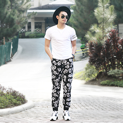 JANVIE TIU - Forever21 Floral Joggers, Nike Max Air 90 - Hello black and white florals!