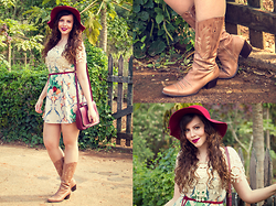 Joyce Nunes - Antix Shawl Dress, Via Marte Western Boots, Chapéus 25 Floppy Hat, Antix Bag - Rosebud