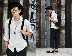Frank Lin - H&M Black Hat, Uniqlo Shirt, Mulberry Black Bagpack, Hacket London Pants, House Of Hounds Black Loafers, Carrera Sunglasses - Boho chic party / instagram: frank_lin_de