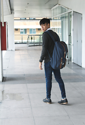 Andre Tan - Forever 21 Pullover, Herschel Little America Backpack, Pull & Bear Jeans, Forever 21 Shoes - Perfect Fit