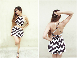 Pooja Mittal - Oasap Chevron Shorts, Oasap Backless Crop Top - Holiday Mood Outfit: Chevron Shorts Top