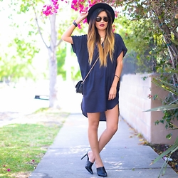 Lisa Linh - Ivi Vision Sunglasses, Abercrombie Dress - Mondazed