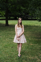 Kristina H. - H&M Dress - Midsommar