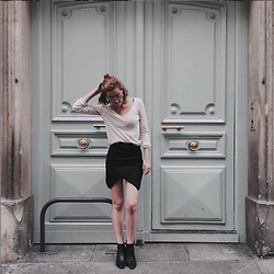 Hannah N - Gap Sweater, H&M Skirt, Forever 21 Boots - Paris//