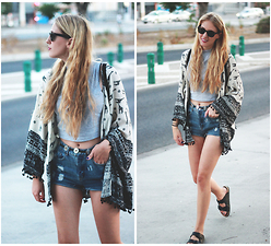 Marta M - The Wild Flower Shop Kimono, H&M Shorts, Marypaz Sandals - Shorts, crop tops and kimonos