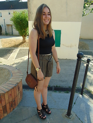 Aurelie R - New Look Crop, Pimkie Fluid Short, Pimkie Sandals, New Look Camel Watch, Primark Camel Bag - Fluide