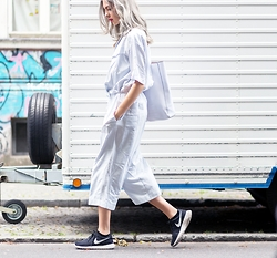 Ebba Zingmark - River Island Overall, Urban Outfitters Bag, Nike Sneakers - BREATHING DUST