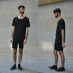 David R. - Urban Outfitters Scoop Neck T Shirt, Topman Shorts, Vans Sneakers - All-Black Summer Look