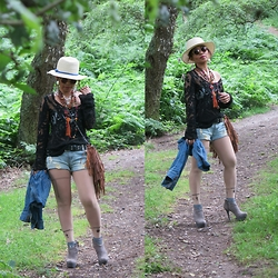 Ladyredgie - Guess? Booties, Steve Madden Fringe Bag - Into the woods in boots