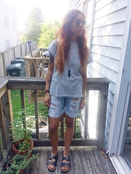 Luna Blanc - Forever 21 Shirt, Forever 21 Bf Shorts, Forever 21 Shades - Relaxed