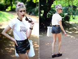 Léopoldine Cannibale - Five Pound Tee Socially Awkward, Drop Dead Mermaid Short, André Holograhic Platforms, Asos Bag, L'usine à Lunettes Sunglasses, Pretty Badly Choker - Wearing an outfit you like can make a day 10x better
