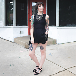 Jessie Bee - Urban Outfitters Babydoll Tank, Forever 21 Paisley Soft Shorts, Alterre Lift Sandal, Gift Statement Necklace - Quick Change Artist