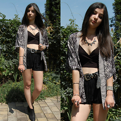 Vanny Roxx - H&M Kimono, Only Fringe Shorts, Boohoo Bralet - Keep your eyes on the road, your hands upon the wheel.
