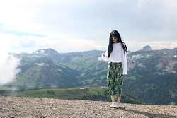 Nineteen He - Brandy Melville Usa Sweater, H&M Pants - In the mountains