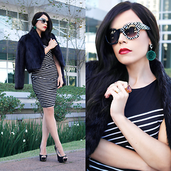 Priscila Diniz - Striped Dress, Sunglasses, Fur Coat (Similar), Peep Toe (Similar), Wig - Black and white in glam!