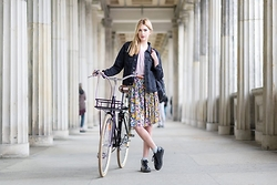 Ebba Zingmark - Leeker Bike, Monki Skirt, Junkyard Top, Junkyard Jacket, Rocket Dog Boots, Style Moi Backpack - Riding around in Berlin