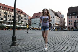 Julia Vorik - Sheinside Shorts, Asos T Shirt, Asos Sandals - German running