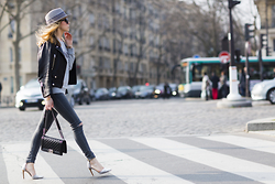 Caroline Louis - Chanel Bag - Streetstyle