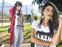 Sam Salles - Oasap Black Bag, Frontrowshop Red Maxi Coat, Enter T Shirt The Beatles Hey Jude T Shirt, B&M Acessórios Black And Golden Leather Belt, B&M Acessórios Golden Maxi Earring - Look: Hey Jude
