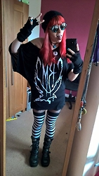 Koala Pyrolust - Primark Retro Round Sunglasses, Sock Dreams Long Fingerless Gloves, Crmc Clothing Dark Is Your Love Flowy Tee, Attitude Clothing Striped Socks, New Rock Boots - Last red hair selfie