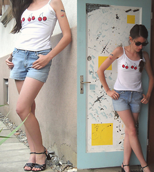Lydie C. - H&M Top, H&M Short, I Am Earing - Cherry