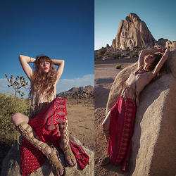 Alexe Bec - Free People Sandals, Spell Designs Skirt, Missguided Top - Joshua Tree.