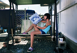 SYNONYME 黃 - La Dispute Rooms Of The House, Sky Blue Cami, Gilly Hicks Cheeky Cuff, Vans Hot Pink Custom Old Skools, Valve Aperture Science Mug - At Home