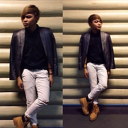 Rex Dela Cruz - Mogao Grey Suit, Penshoppe Black Polo, Diy Ragged White Pants, Hawkins Boots - EyyTeen