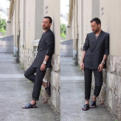 David Fernandez - Strellson Blazer, Strellson Pants, Strellson Sandals, Ray Ban Glasses - Grey