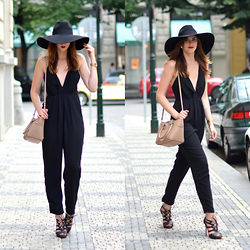 Barbora Ondrackova - Choies Jumpsuit, Valentino Rockstud Bag - JUMPSUIT SUNDAY