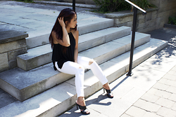 Mariah V. - American Eagle Outfitters White Jeans, Express Black Tank Top - White Jeans