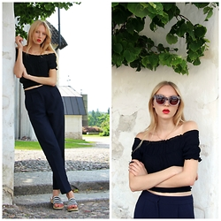 Iris H. - Vero Moda Off Shoulder Top, H&M Trousers, Marimekko Sandals, Monki Sunglasses - OFF-SHOULDER