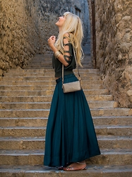 Tijana J.D - Vintage Top, H&M Bracelet, Tex Bag, Tex Maxi Skirt, Lefties Sandals - Game of Thrones
