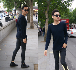 Daniel Diaz - Zara Jeans, New Look Chelsea Boots, River Island Jumper - Strolling in the city