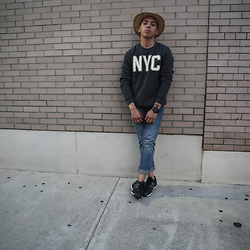 Kenneth Quinn - Old Navy Pullover, Gap Jeans, New Balance Sneakers - NYC