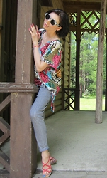 Justyna * - Zara Striped Pants, Zara Pink Sandals, George Floral Blouse, Sinsay Sunglassses - Lianne La Havas – What You Don't Do