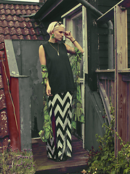 Malin Z - Dresslink.Com Leaf Print Kimono, Dresslink.Com Maxi Skirt, See Rue Jewelry - The Black Lodge