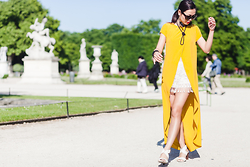 Thythu NGUYEN - Zara Long Back Shirt, Christian Dior Black Glasses, Forever 21 Black Pearl Necklace - Sunshine @ the Tuileries