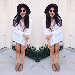 Vanessa - H&M Blouse, Ray Ban Rb3447, Urban Outfitters Sandals - No Place Like Home