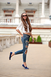 Festy In Style -  - Ripped jeans with lace crop top