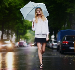 Ebba Zingmark - Forever 21 Top, Forever 21 Sandals, Gap Jacket - Strolling on a rainy day