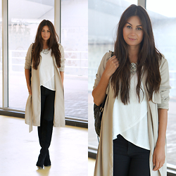 Larissa Verbon - New Look Trenchcoat, Hollister Top, Happiness Boutique Necklace, River Island Jeans, Invito Overknee Boots - Overknee boots in the summer